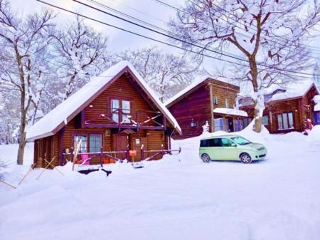 冬の雪景色2号棟奥は1号棟管理人棟です