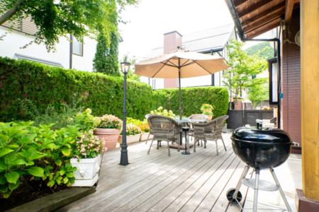 ガーデンコテージ(庭とウッドデッキ)