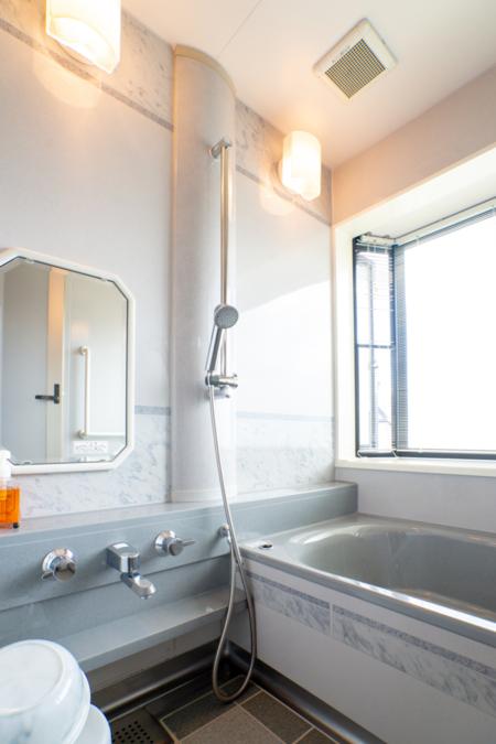 メゾネットコテージの浴室