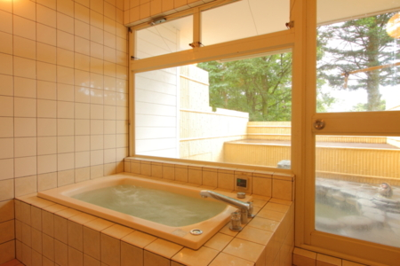 内風呂併設の露天風呂