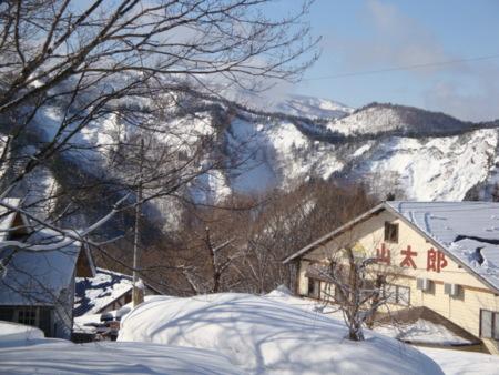 冬は米沢スキー場の林間コース沿い