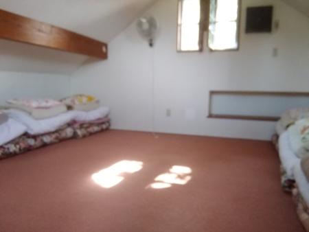 コテージ1の2階寝室 寝具8セット