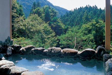 温泉の絶景和風露天風呂