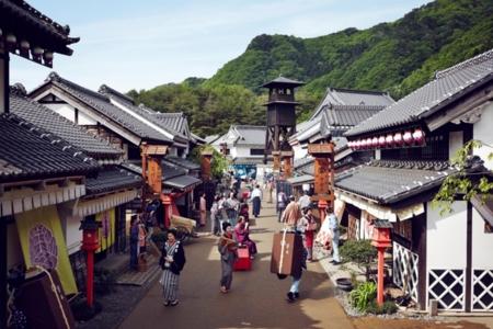 日光江戸村まで車で約20分ほどです。