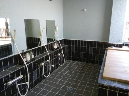 お風呂は日によって貸切可能