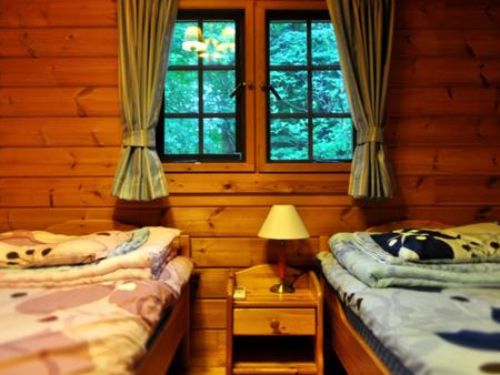 2nd1階寝室ベットなので起き上がりも楽