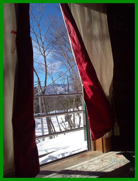 自然に囲まれた静かな冬景色