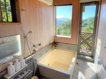 階段を上り両脇に2部屋&ロフト