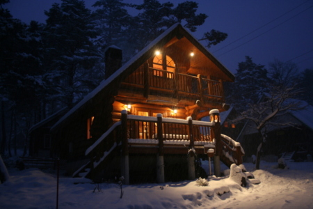 ロマンチックなログハウスの夜♪