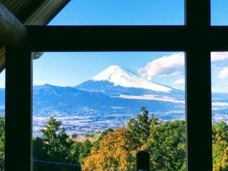 ロフト正面には世界遺産の雄大な富士山