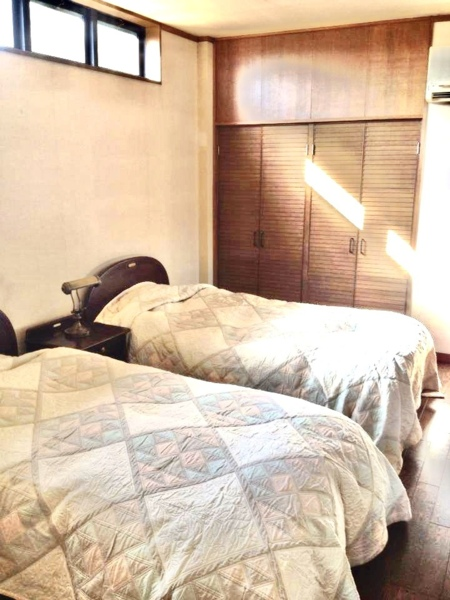 2階洋室には心地よいシモンズのベッドを