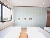 彩りのあるインテリア、2号棟寝室