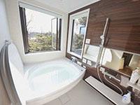 眺望もばっちり、2号棟の温泉付お風呂です
