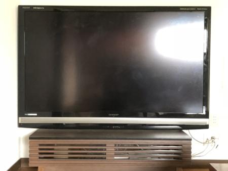 リビング 60インチの大型テレビ