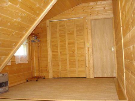 2階の3号室内部(畳および床)