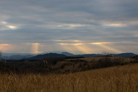 雲の切れ間から天使のはしご