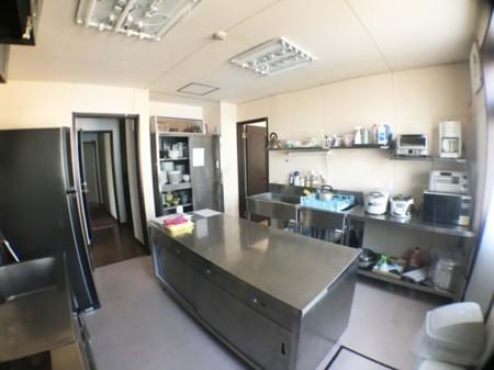 山荘ラリーの厨房、プロ用キッチン