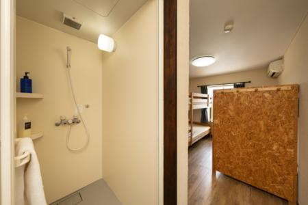 海から上がる朝日を一望