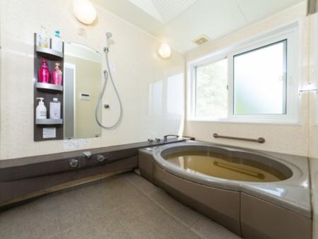 広い浴室は家族で入浴できます