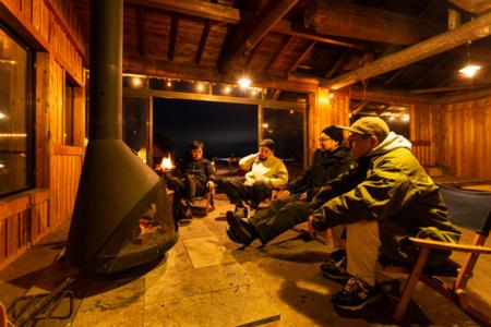 山小屋で薪ストーブ体験