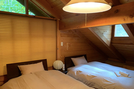 Bedroom/2階
