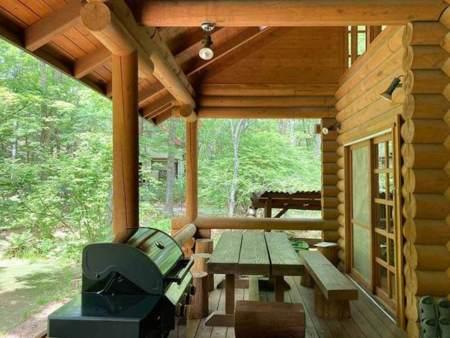 BBQコーナーは全天候OKの屋根付き