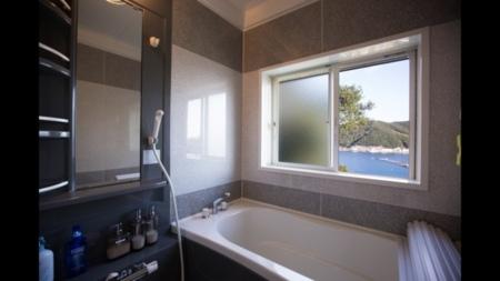リフォーム済で清潔で深めの浴槽