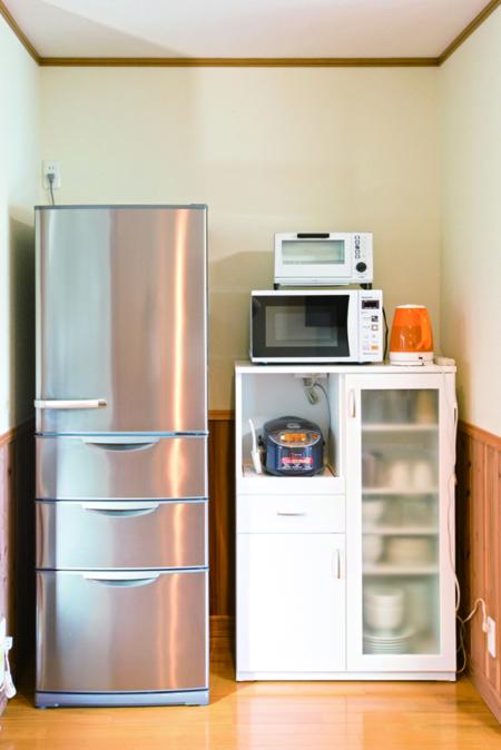 大容量冷蔵庫、家電、食器類も十分あります