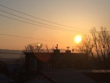 2階ロフトから見える朝日