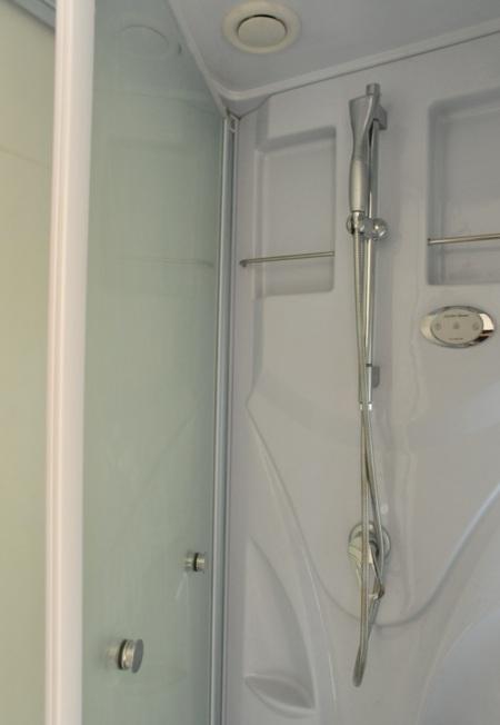バスタブはありません シャワールームです