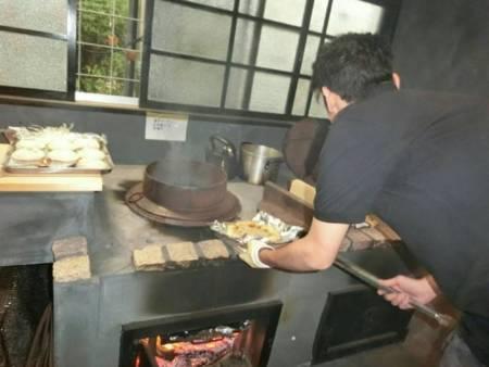 釜戸でピザが焼けます!
