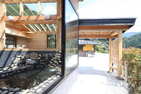 野外風呂の一部