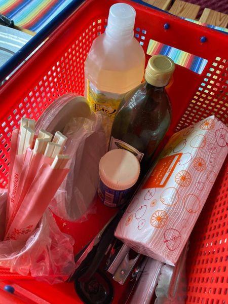 箸、紙皿、トング、オリーブオイルetc.