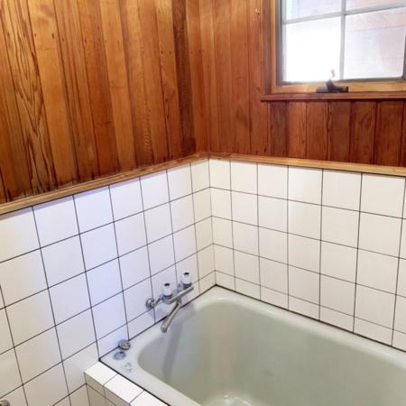 キッチン棟のバスルーム