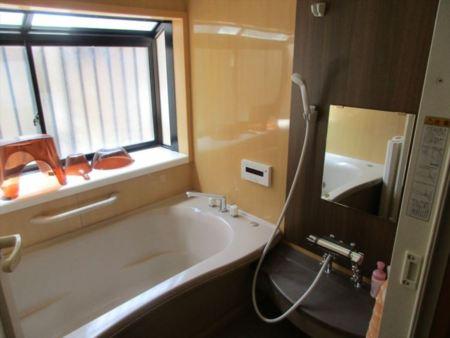 足をのばして入れる浴室