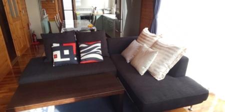 本館2階でゆったりソファーでくつろげます