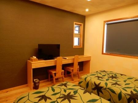 寝室の机・テレビ