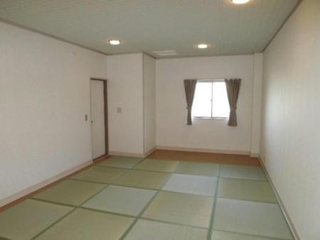 2階の客室13.5畳 他に7.5畳が2間