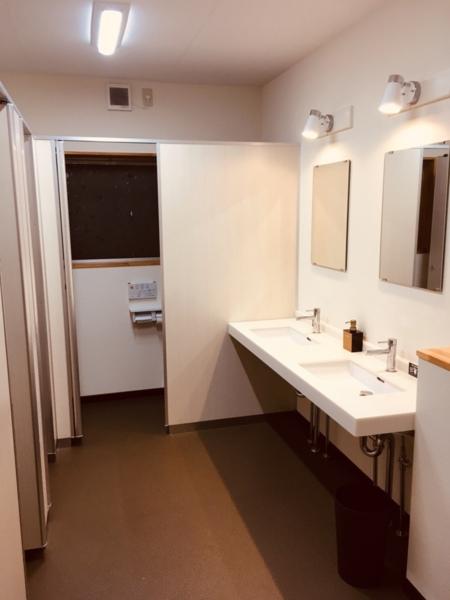 1階2階共に男女別にトイレあります