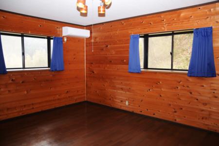 2F 広い寝室