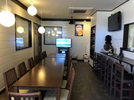 カラオケも出来る飲食スペース
