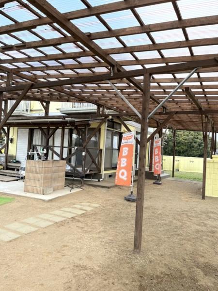 BBQ場全体に特大の大型屋根設置完了!