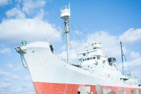 施設前の景色。捕鯨船第一京丸展示場。