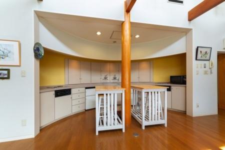 2階リビングは小型冷蔵庫2台あり