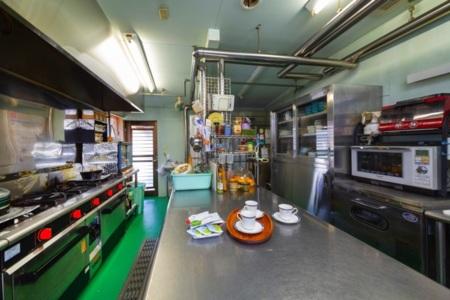 大きなキッチン、食器もあります。