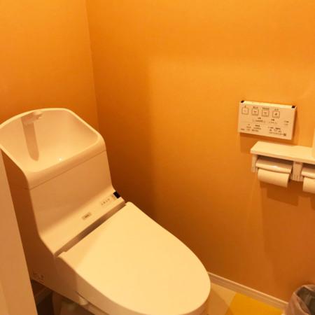 ウォシュレット付きのきれいなトイレ