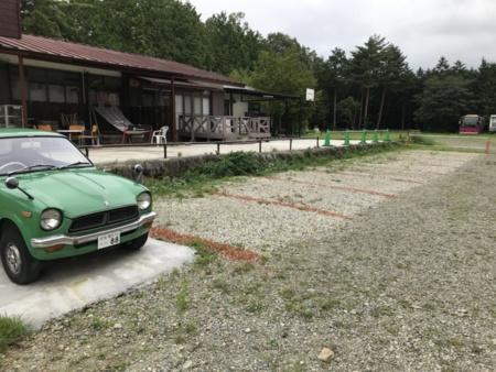 施設に隣接した8台分の専用駐車場