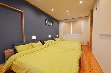 寝室にはダブルベッドが3台