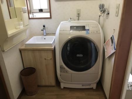洗面所に洗濯機と乾燥機を設置
