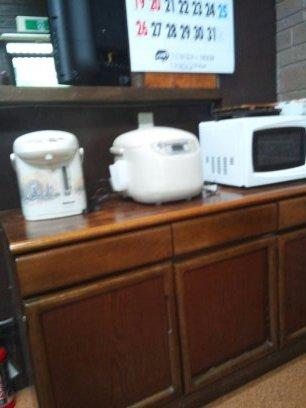 キッチンの備品、ホットプレートやトースタ